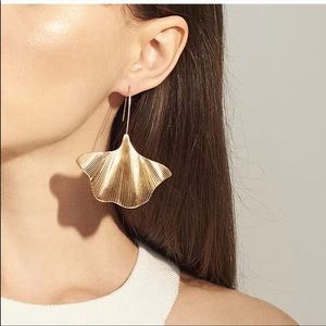 🎉5 for $25🎉  Gold Fan Earrings